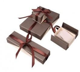 In hộp giấy quà tặng cao cấp